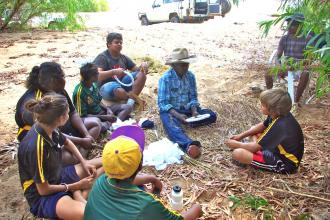 The Fitzroy School brought down the Gooniyandi kids to learn from Mervyn